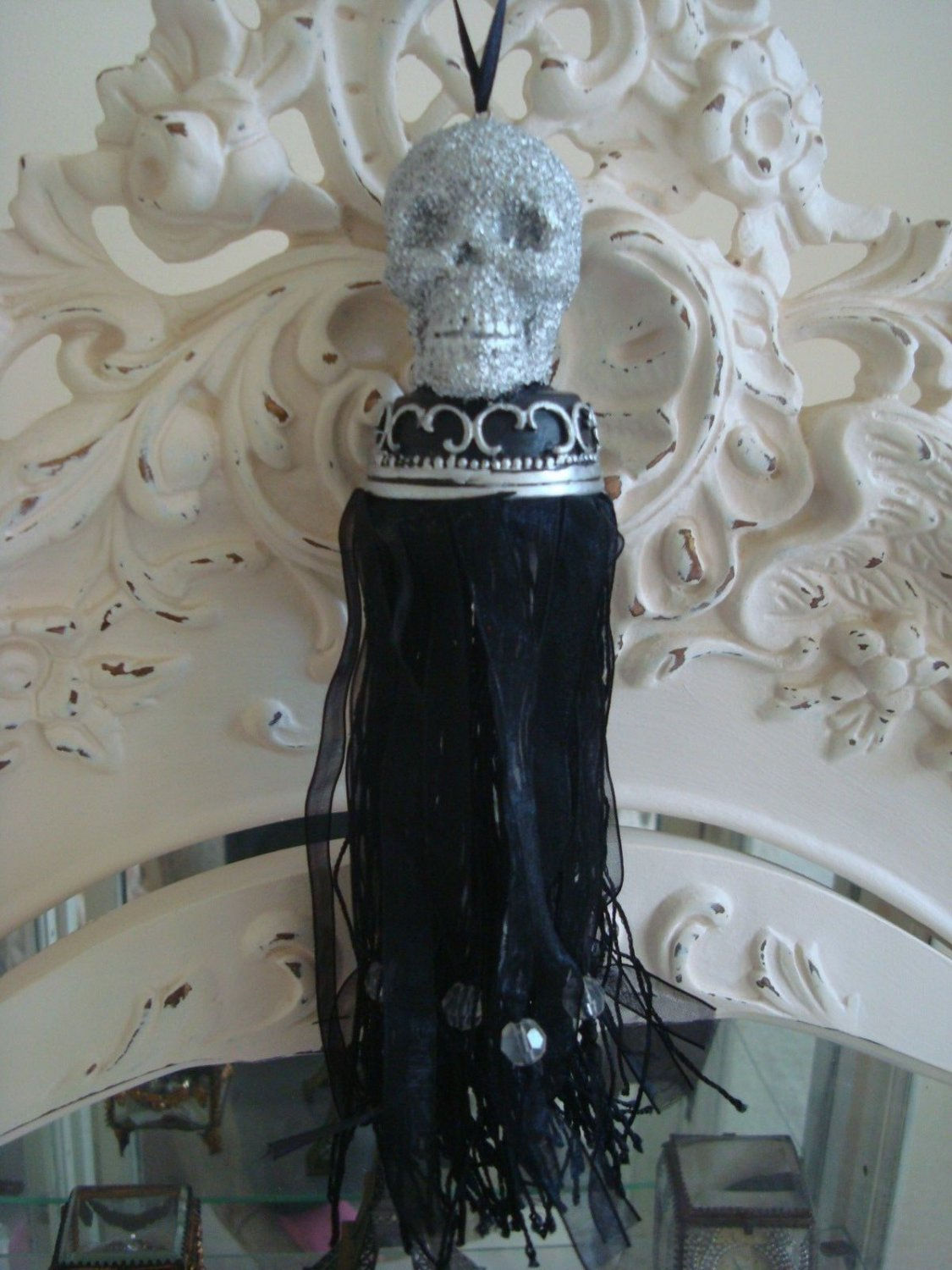 SILVER GLITTER SKELETON HEAD HALLOWEEN VICTORIAN STYLE  BLACK TASSEL ORNAMENT