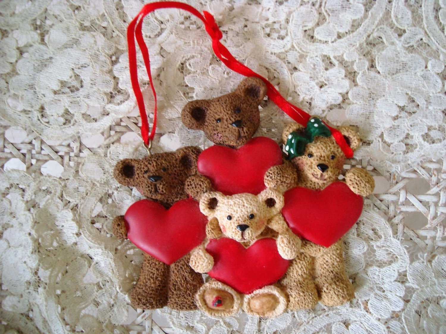 HOLLY BEARIES RETIRED FAMILY WITH 4 HEARTS CHRISTMAS ORNAMENT **NEW**