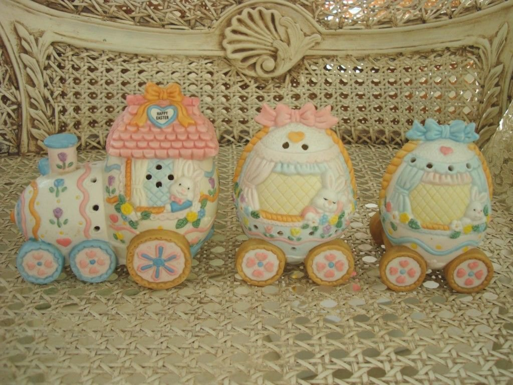 ADORABLE EASTER EGG TRAIN WITH BOWS BE MY BUNNY LOVE ***NEW***