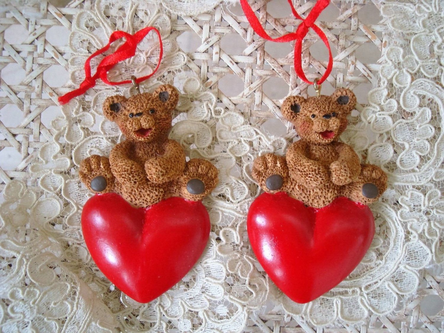 HOLLY BEARIES 2 BEARS WITH HEART MAGNETS CHRSITMAS ORNAMENTS **NEW**
