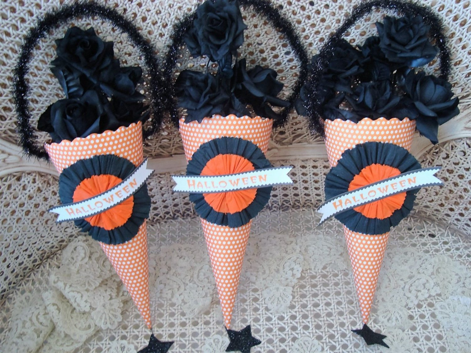 SET OF 3 BETHANY LOWE OLD FASHIONED HALLOWEEN POLKA DOT PAPER CANDY CONES *CUTE*