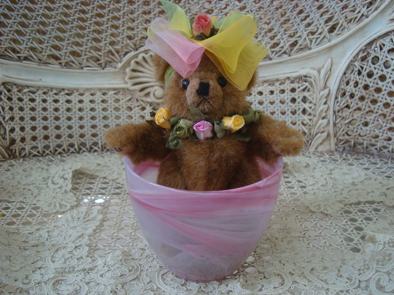 """ADORABLE 8"""" TALL BEAR DECORATED WITH ROSES  IN PRETTY GLASS CUP  *SPRING*"""