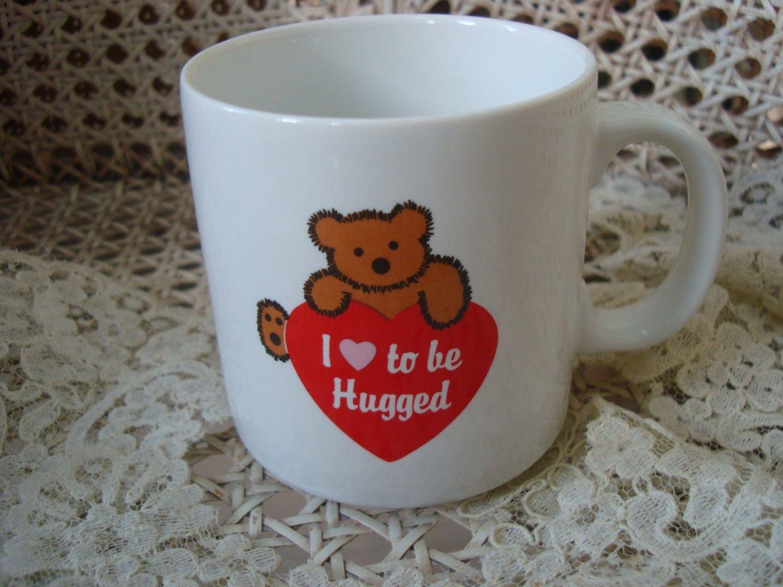 I LOVE TO BE HUGGED TEDDY BEAR CERAMIC MUG ***NEW***