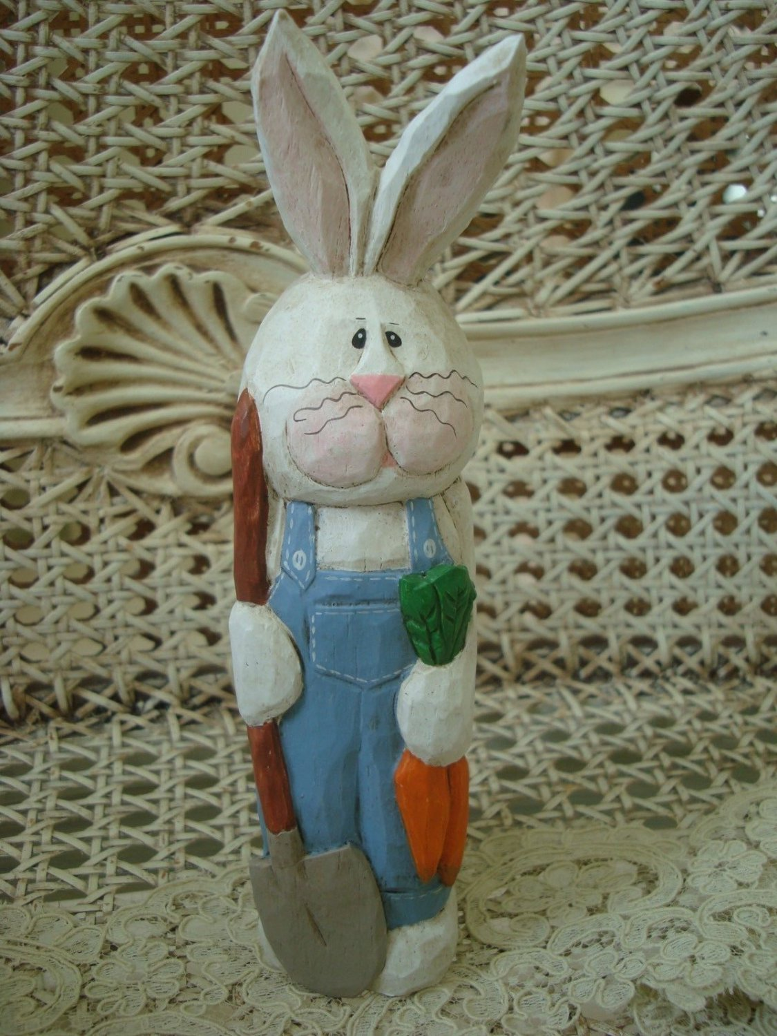 EDDIE WALKER MIDWEST OF CANNON FALLS  EASTER BUNNY FIGURINE  ***SO CUTE*** NEW