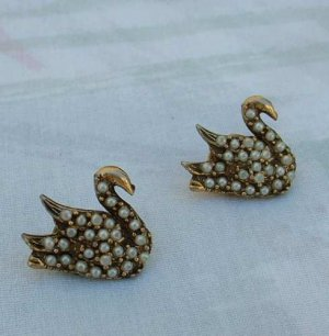 Two Swan Lapel Pins Seed Pearls Antiqued Goldtone Tie Tacs Jewelry