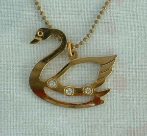 Openwork Swan Pendant Necklace with Rhinestones on Both Sides Jewelry
