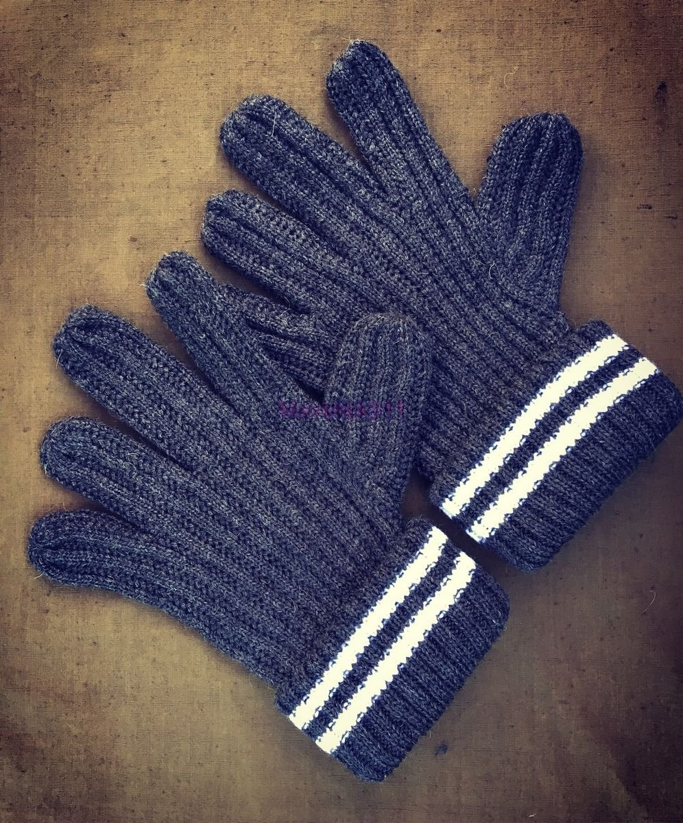 WWII German  army soldiers Wool Gloves  ( All sizes )