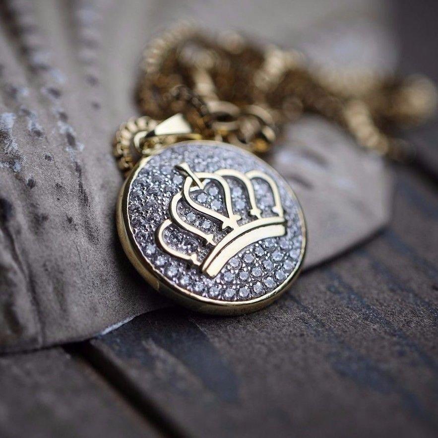 Mini gold women's queen crown charm pendant necklace