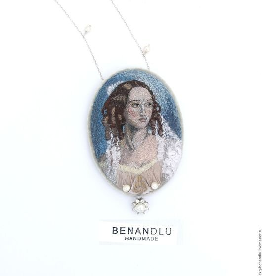 BENANDLU - Pendant portrait of Princess Z. I. Yusupov. Hand silk embroidery
