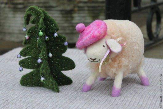BENANDLU - Sheep and christmass tree