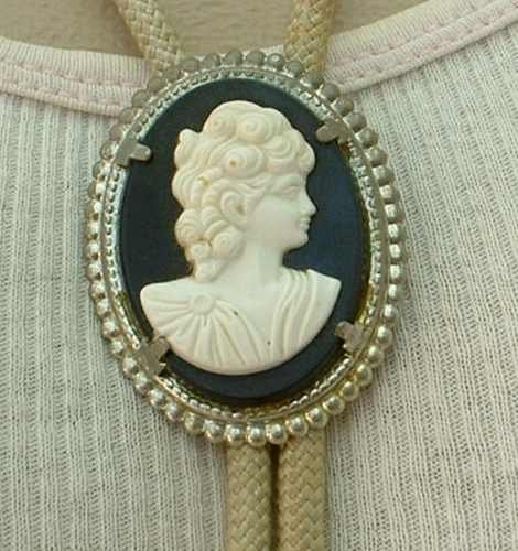Bolo White Black Cameo Necklace Vintage Figural Jewelry