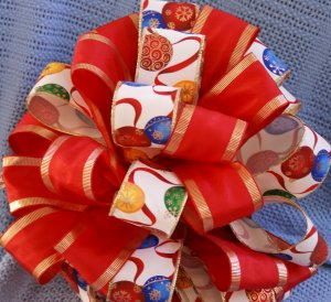 CHRISTMAS ORNAMENTS & RED RIBBONS - CHRISTMAS TREE TOPPER BOW