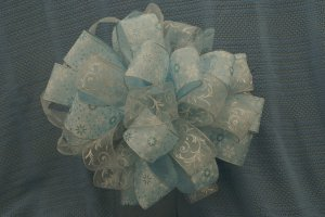 SNOWY COOL BLUE & WHITE SHEER � CHRISTMAS TREE TOPPER BOW