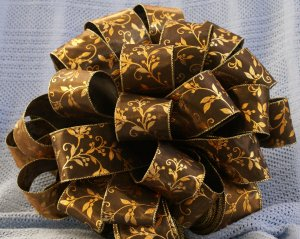 BLACK SHEER & GOLD LEAF � CHRISTMAS TREE TOPPER BOW