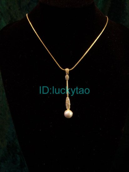 sparking shining noblest unique golden pearl necklace