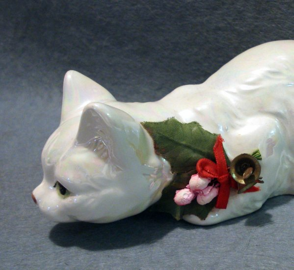 Enesco crouching cat lusterware figurine Christmas decoration cm1124