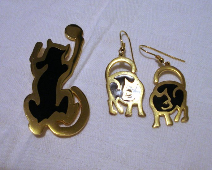 Nuri cat drop earrings and pin set gold plate black enamel unused jewelry cm1246