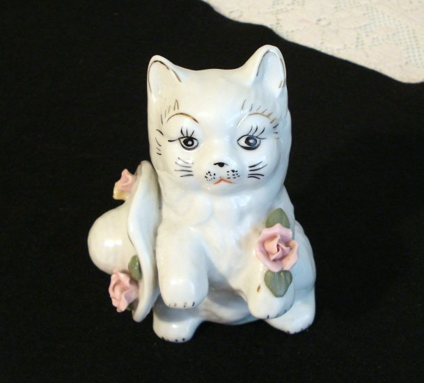Old porcelain cat with hat and roses white gold features vintage cm1261