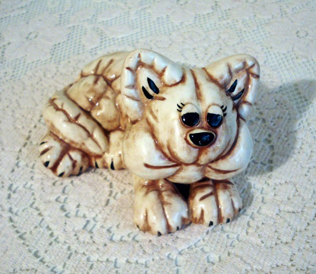 Mold created stuffed cat figurine ceramic signed excellent vintage cm1262