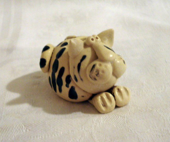 Handmade cat toothbrush holder Mission BC signed vintage cm1275