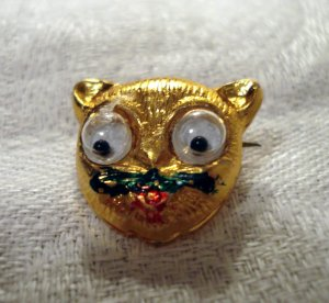 Googly eyed cat's head pin gold tone metal tiny vintage cm1307