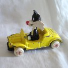 Sylvester the Cat in yellow convertible Loony Tunes Ertl Co. 1988 cm1424