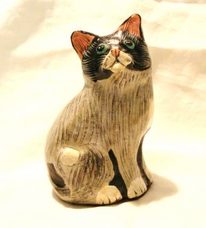 Hand painted cat figurine paper mache 4.5 inches vintage cm1429