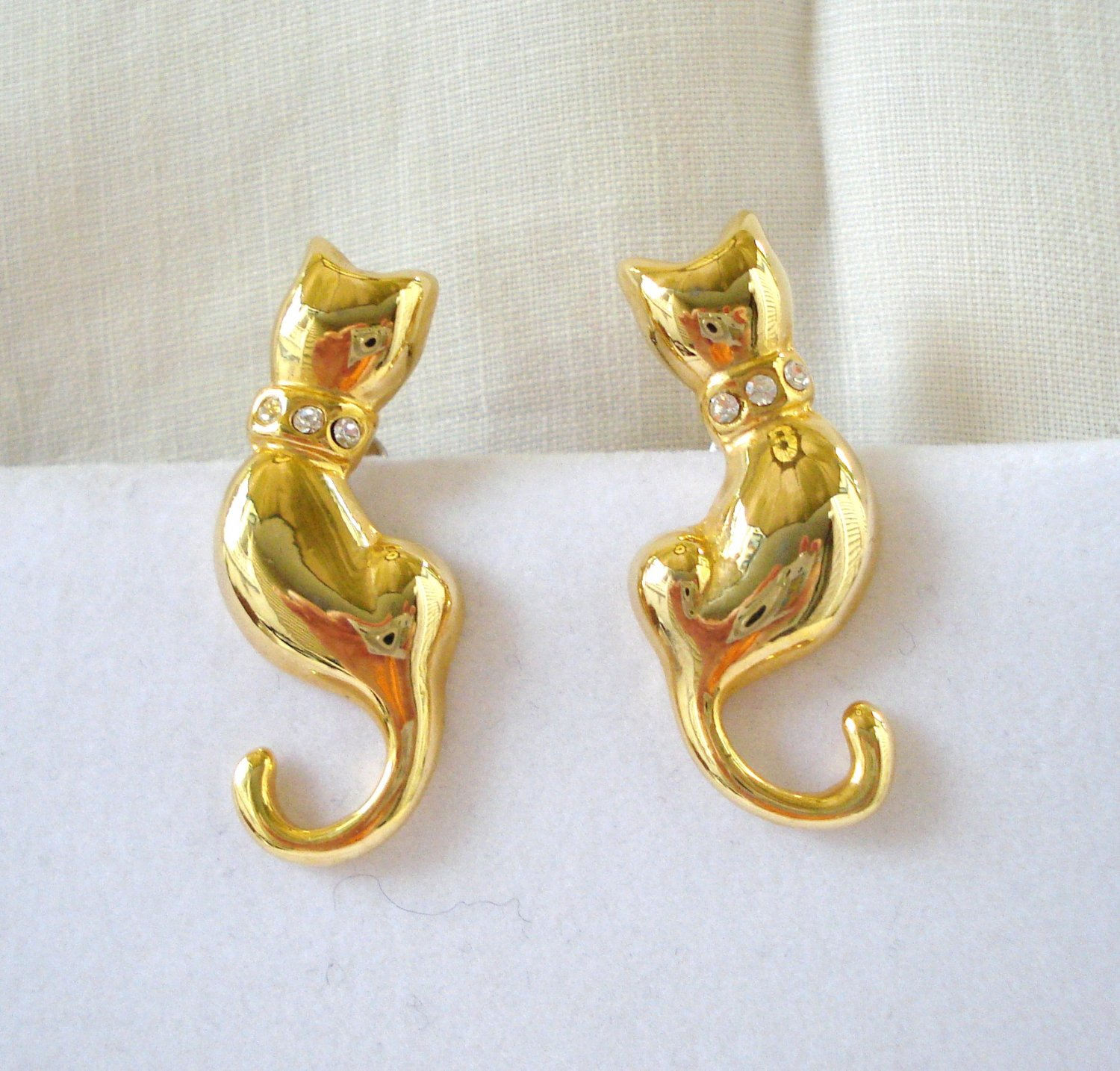 Gold tone cat earrings curled tails rhinestone collars pierced cm1452