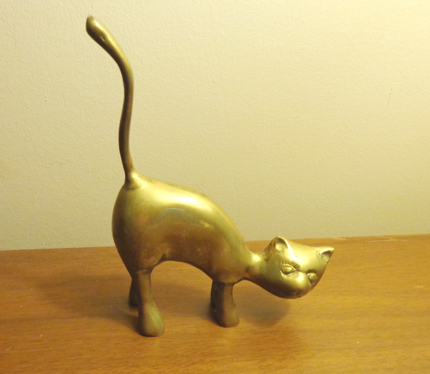 Mid century stylized standing cat figurine solid brass long tail vintage cm1477