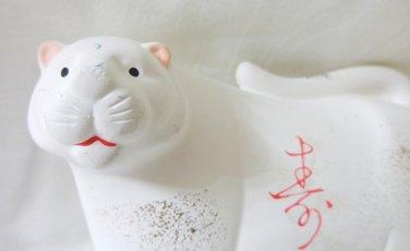 White bisque ceramic cat modern stylization figurine vintage cm1481