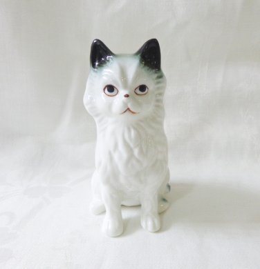 Grim-faced ceramic cat figurine white long haired vintage cm1488