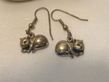 Sleeping cats pierced earrings pewter earwires excellent vintage cm1495