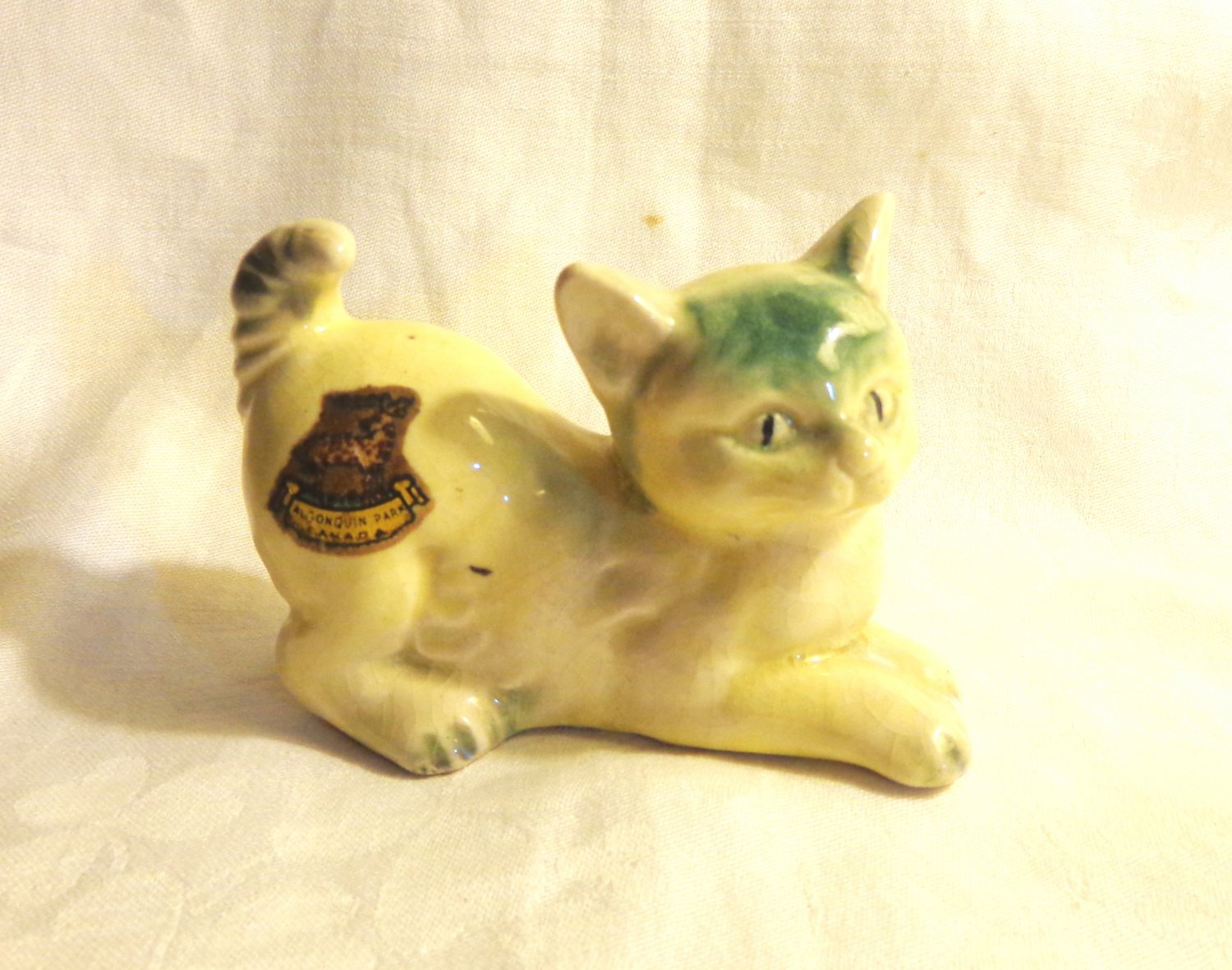 Old cat figurine with Algonquin Park decal ceramic playful made in Japan vintage cm1498