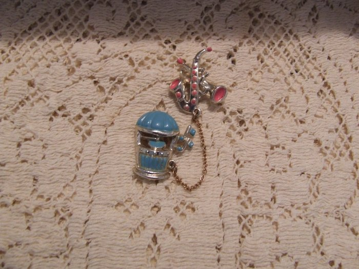 Sweater Chatelaine Pin - Jukebox & Saxophone