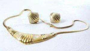 Avon Necklace & Earring Set