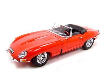 1961 JAGUAR E TYPE RED 1:18 DIECAST MODEL