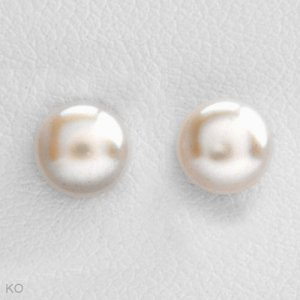 Timeless Beauty Pearl earrings