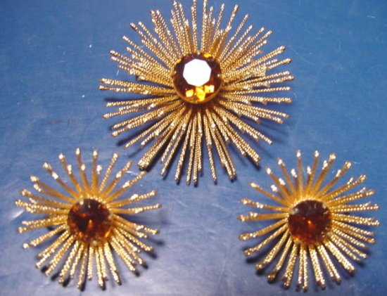 Sarah Coventry Golden Mum brooch amber rhinestones pin and earrings 1130SCA