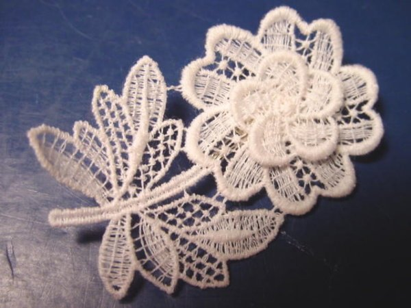Lacework vintage lace Swiss flower brooch pin Switzerland white all cotton in box