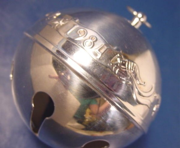 1984 Wallace silver silversmiths sleigh bell carolers Christmas ornament 14th annual silverplate