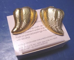 1987 Avon Breathless vintage polished pierced earrings big goldtone metal textured design with box