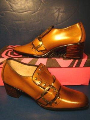 1960s Gold Coast color shoes vintage size 7 S ladies low heels pumps 7S metal studs straps buckles