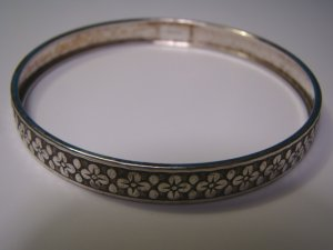 Bracelet sterling silver bangle cuff flower design vintage estate jewelry wardrobe accessory