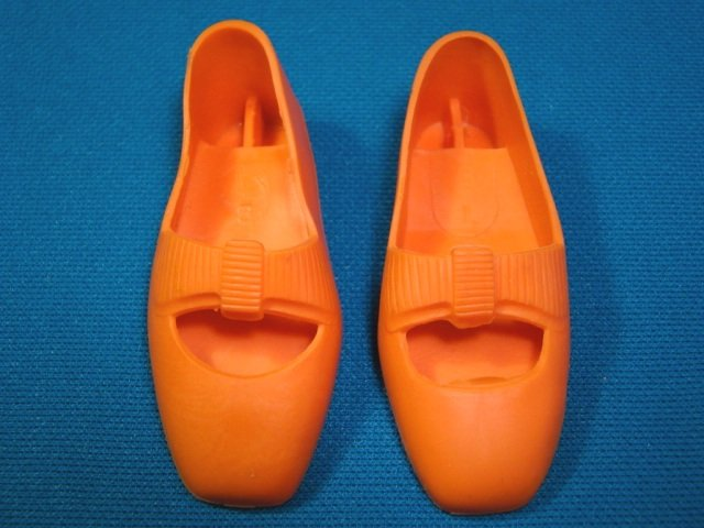 Crissy grow hair doll shoes orange bows rubber right and left pair Ideal CM9982 CM9983 vintage 1968