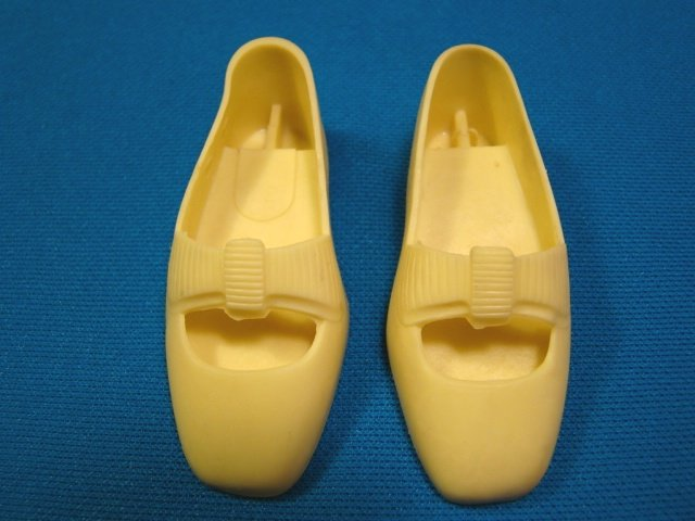 Crissy grow hair doll shoes yellow bows rubber right and left pair Ideal CM9982 CM9983 vintage 1968
