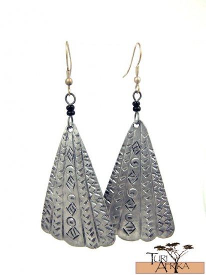 Product ID: 78     Etched Aluminum Fan Earrings  W 2 Black Beads