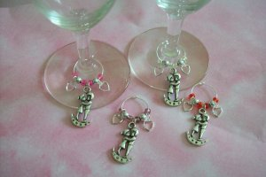 4 Valentine's Day Kissing Couple Wine Charms Markers