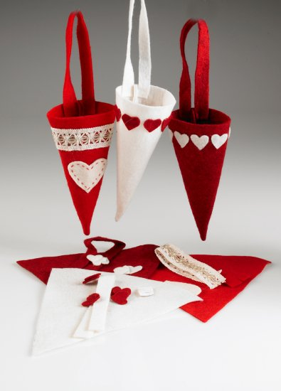 THREE FELT CONESHAPE HANGERS FOR X'MAS (20CM)