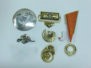 MIXED LOT R - 8 Pins mixed eras, bakelite, enamel, ceramic, silver & gold tone