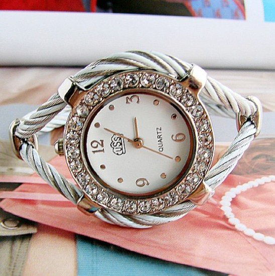 Brand 'LIYING'Charming fashion bracelet watch with diamond
